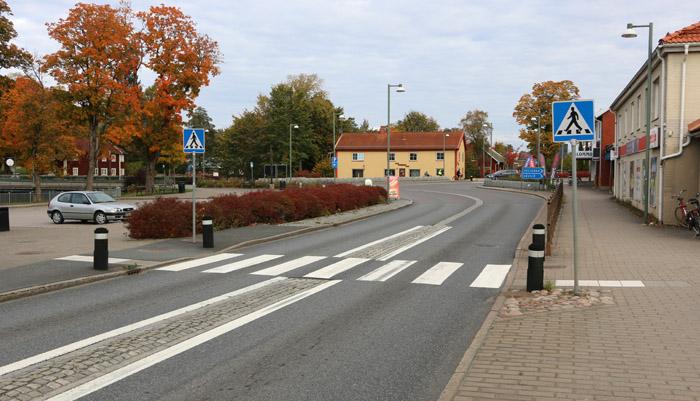 Torget och vägen byggdes om och rustades upp år 2004.